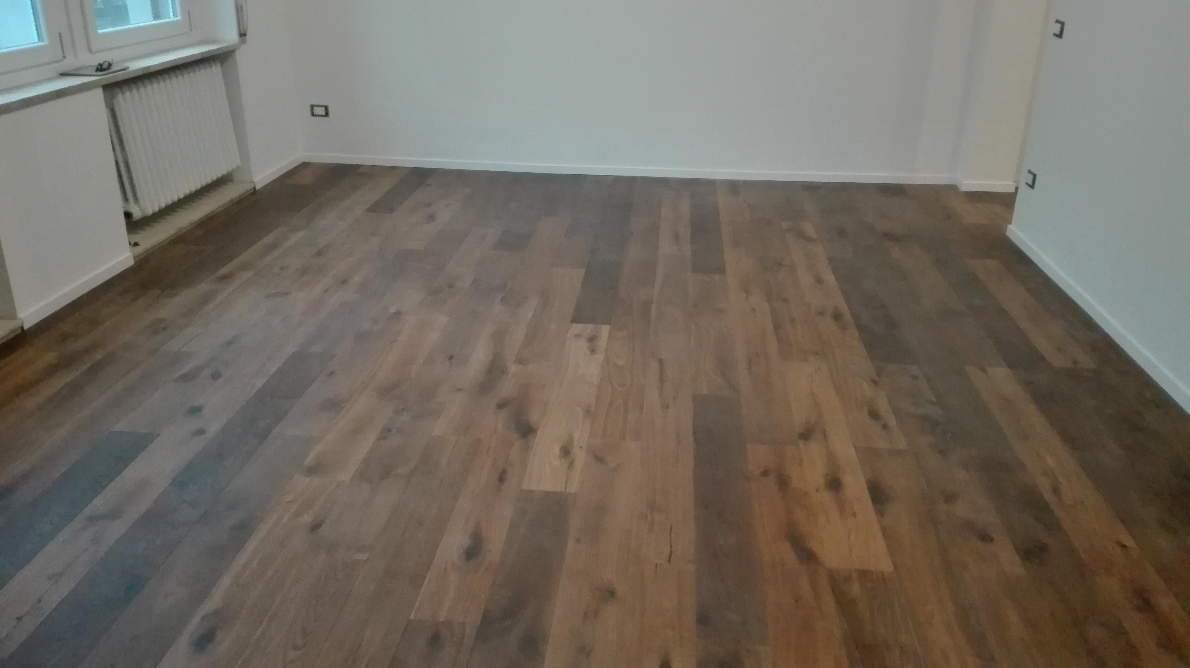 Nuova posa di pavimento in legno a ferrara design for Casa moderna parquet